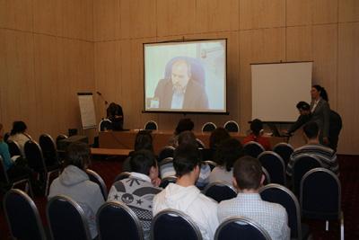 Пациент отвечает на вопросы участников семинара